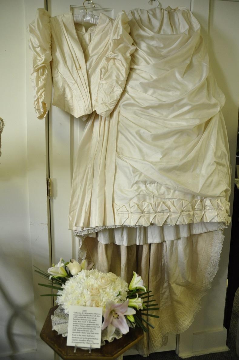 Catherine Warren gown-Nancy Therrien flowers
