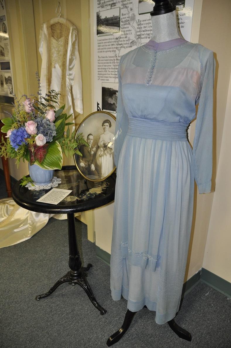 Elizabeth Hoogendky gown-Linda Casey Flowers