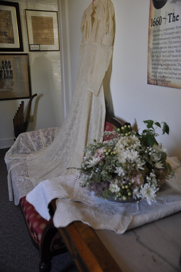 1944 gown-Joan Avato Flowers