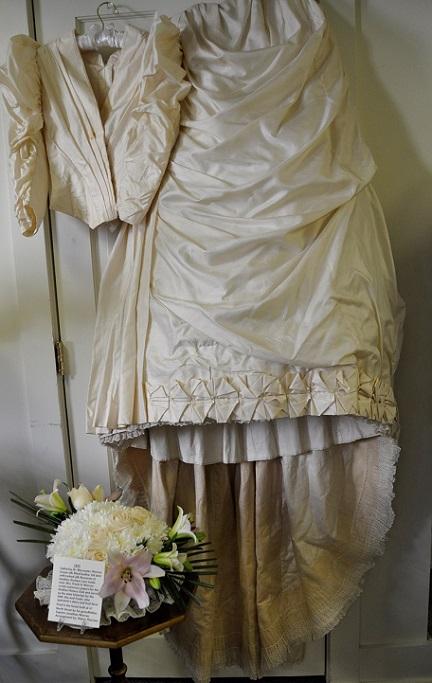 Catherine W Warren gown-Nancy Therrien Flowers