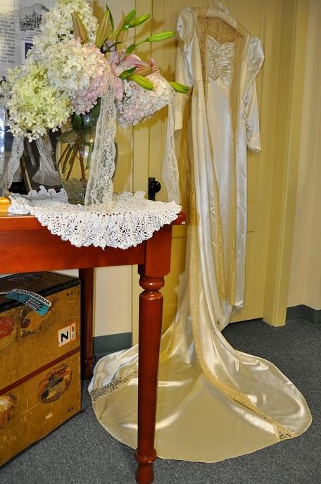 Elise Marean gown-Evelyn Guillette flowers