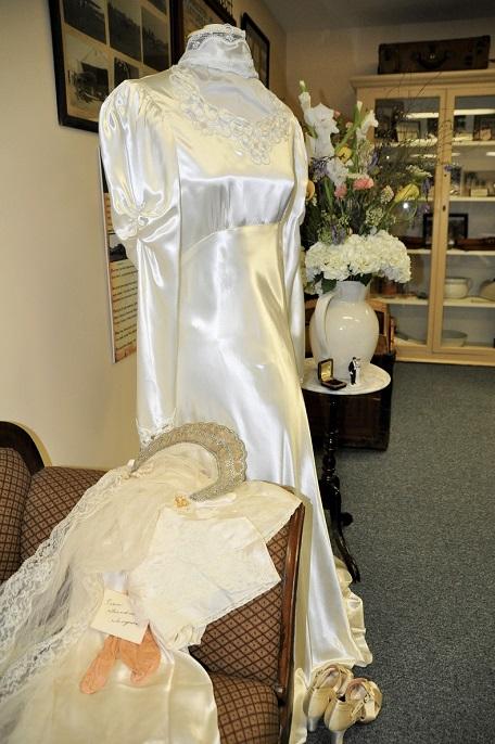Hanley gown-Pam Hollander Flowers