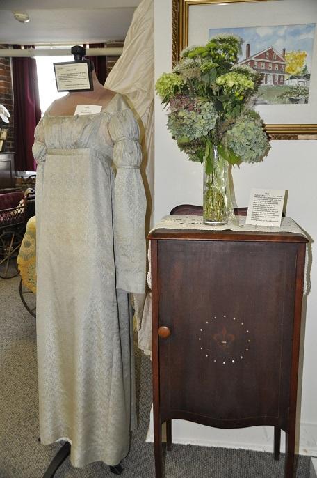 Sally Warren gown-Fran Bramhall Flowers