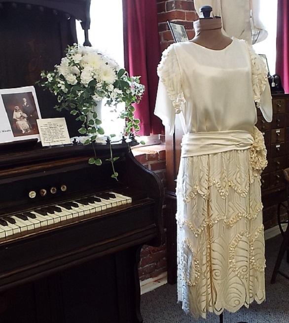 Zofia Linek Obaara gown - Rita Witman Flowers